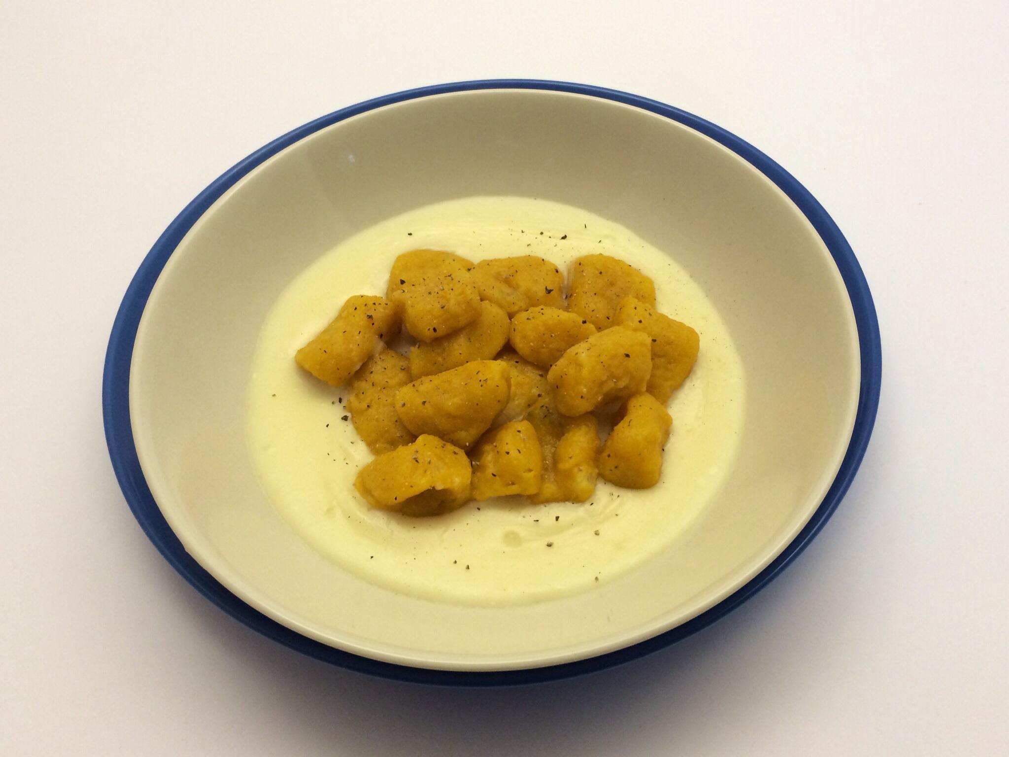Ricetta Gnocchi Di Zucca Per Celiaci.Gnocchi Di Zucca E Patate Senza Glutine Su Letto Di Fonduta Stellasenzaglutine Com